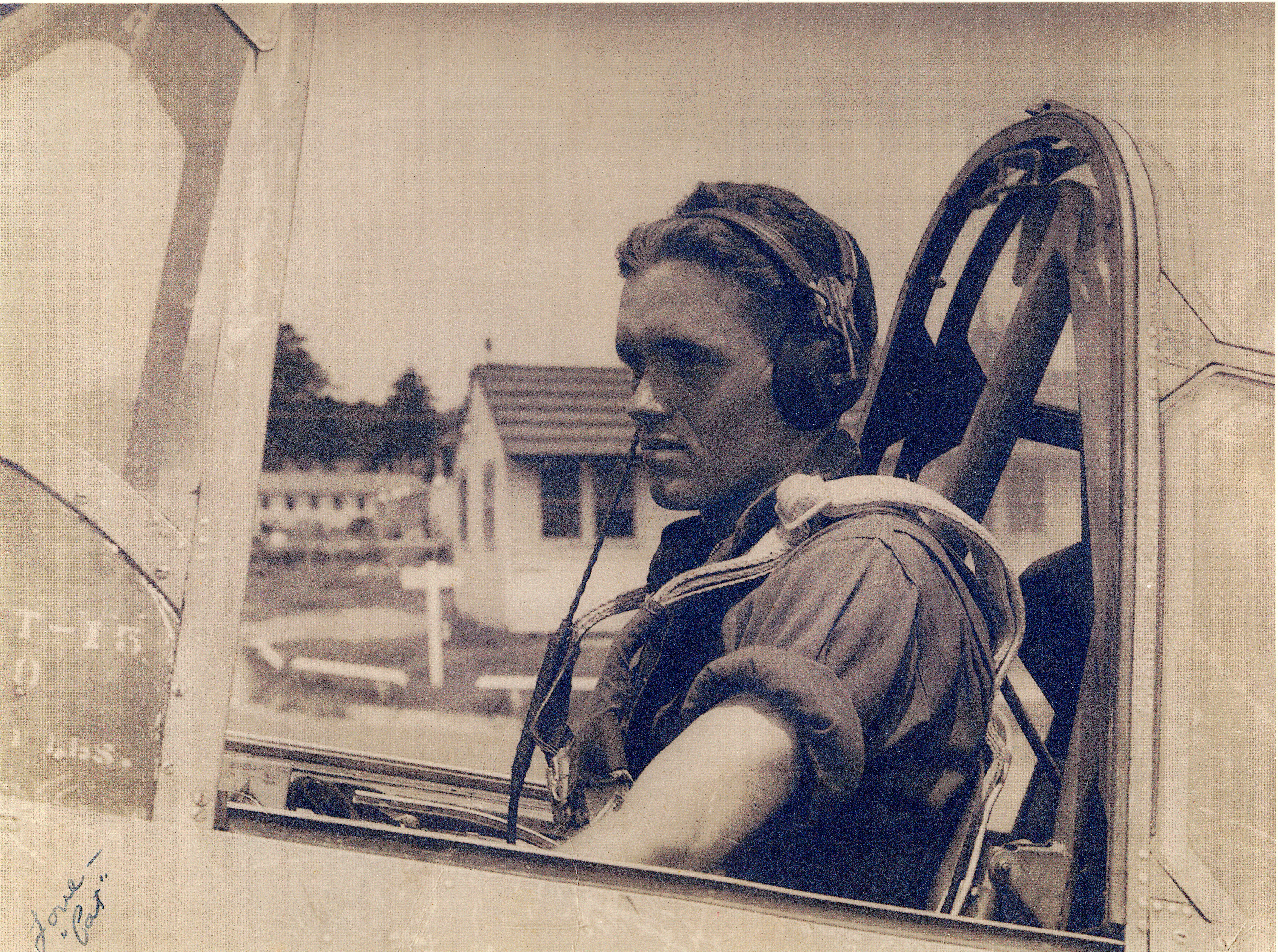 02-1 Wally Paton in plane